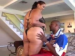 Sporty ebony seducing coach in gym